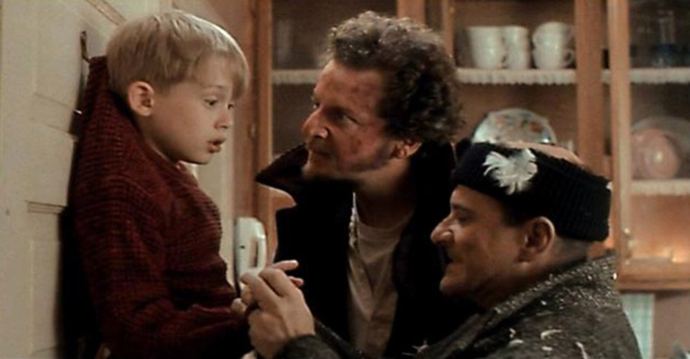 movie scene home alone, Macaulay Culkin, Joe Pesci, Daniel Stern
