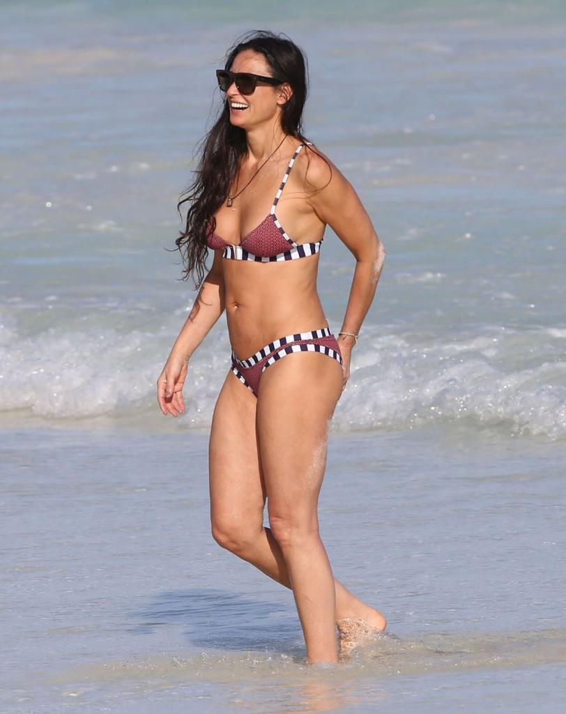 Demi moore in bikini